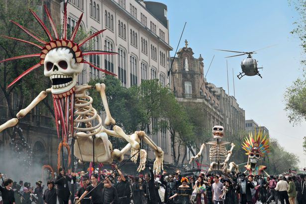 bond-chases-sciarra-through-the-day-of-the-dead-parade-in-mexico-city